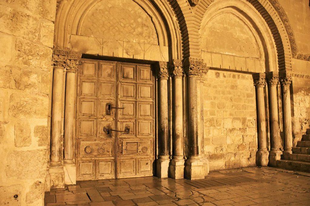 Святой Двор